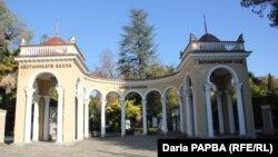 Для абхазской столицы Ботанический сад имеет особое значение. Сюда приходят полюбоваться диковинными растениями разные поколения сухумчан