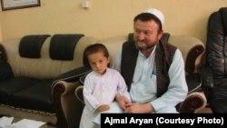 کودک که اختطاف شده بود پس از رهایی از چنگ ربایندگان به پدرش تسلیم داده شد