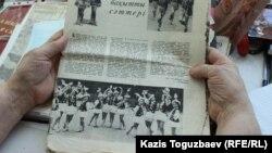 Публикация с фотографией исполнения казахского танца в костюмах с короткими юбками, сделанных по эскизам Ирины Савостиной и ею же пошитых. Алматы, 6 июля 2018 года.