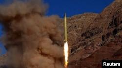 Випробувальний запуск балістичної ракети в Ірані, фото оприлюднене агенцією Fars, 9 березня 2016 року