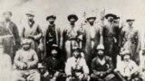 Жаныбек казы Сагынбай уулу (1869—1933) жигиттери менен.