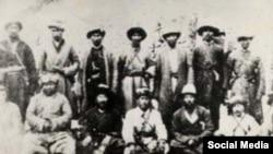 Жаныбек казы Сагынбай уулу жана анын жигиттери. 1930-жж. башы.