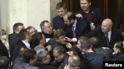В Верховной раде произошла потасовка из-за нового Налогового кодекса