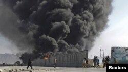 Afghanistan - Tymi nga zjarri i shkaktuar pas sulmit ndaj konvojit të NATO-së, 18 dhjetor 2013