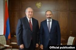 икол Пашинян мен Армения президенті Армен Саркисян кездесуі. Ереван, 8 мамыр 2018 жыл.