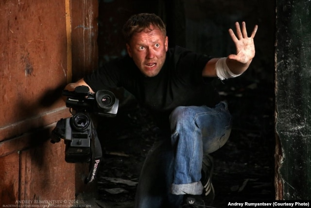 Veteran television and stage actor Vasily Shchipitsyn plays a member of the Russian TV news crew trapped in Slovyansk.