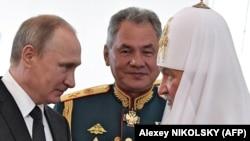 Архивска фотографија - Владимир Путин, Сергеј Шојгу и владиката Кирил