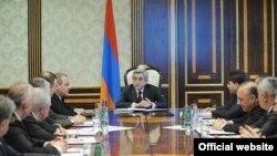Серж Саргсян проводит рабочее совещание, 16 марта 2011 г.