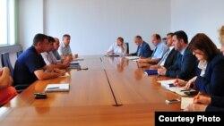 Ministri i Financave, Besim Beqaj, është takuar me Shoqatën për Prodhimin dhe Përpunimin e Qumshtit, 15 Korrik 2013
