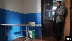 В настоящее время в Абхазии действует мажоритарная избирательная система. В стране восемь округов, и в каждом из них определенное количество мандатов. Кандидаты могут выдвигаться как инициативными группами, так и политическими партиями