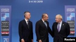Президентът Румен Радев с британския премиер Борис Джонсън (вдясно) и генералният секретар на НАТО Йенс Столтенберг