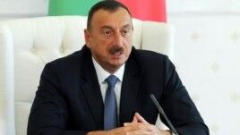 İlham Əliyev iş otağında (Foto: President.az)