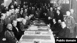 Брест-Литовск солых килешүен имзалау күренеше. 3 март 1918