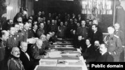 Rusija i Nemačka ratovale su mnogo godina posle Bizmarkove smrti (Na slici: Potpisivanje mirovnog ugovora u Brest-Litovsku 1918 godine)