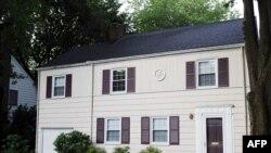 Shtëpia ku u arrestuan të dyshuarit.