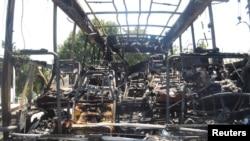 Pamje të autobusit pas sulmit me bombë