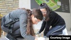 Arbrita Uka duke bërë punë vullnetare - Foto nga arkivi