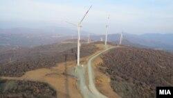 Монтирани ветерници во Богданци. Енергетска ефикасност, обновливи извори на енергија. Архива