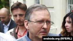 Андрэй Галавач пасьля апраўдальнага прысуду 19 ліпеня