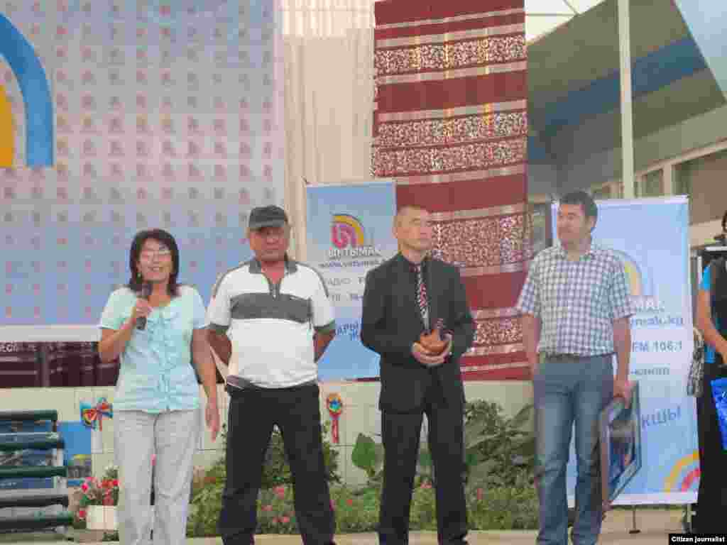 Поздравляют коллеги из местного представительства ОТРК