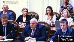 Директор Київського науково-дослідного інституту судових експертиз Олександр Рувін (у центрі)