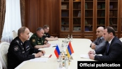 Russia - Deputy Defense Minister Anatoly Antonov (L) meets with his Armenian counterpart Davit Tonoyan in Moscow, 14Jun2016.