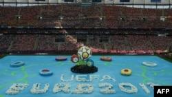 Варшава шаҳридаги марказий футбол стадионида Евро 2012 мусобақасининг тантанали очилиши маросими, 2012 йил 8 июн.