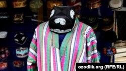 Узбекский национальный костюм мужчин.