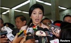 Смещенный премьер Йинглак Чинават боролась за власть до последнего