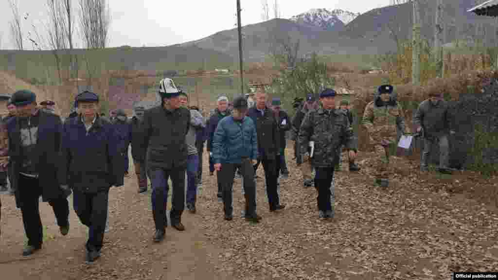 В Алайском и Чон-Алайском районах сила толчков составила 5 баллов, в Оше, Джалал-Абаде и Узгенском районе - 4,5 балла.