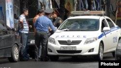 Șofer amendat de poliție la Erevan, Armenia.