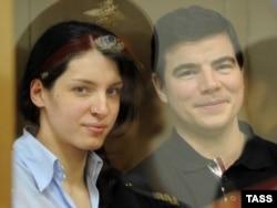 Никита Тихонов и Евгения Хасис в суде. 6 мая 2011 года