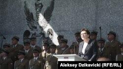 Премьер-министр Польши Эва Копач выступает на открытии музея Катынского преступления