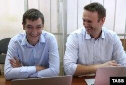 Олега и Алексея Навальных обвиняют в мошенничестве и легализации денежных средств