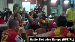 Македонските фанови во Ниш ги окупираа рестораните, кафулињата, улиците и фан зоната.