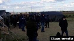 После введения карантина из-за коронавируса мигранты из Узбекистана остались в России без средств к существованию и столкнулись с трудностями при возвращении на родину.
