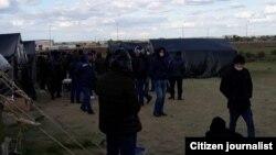 Узбекистанцы, застрявшие на КПП «Маштаково» в Самарской области РФ.