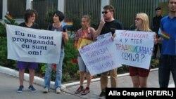 La un protest în fața ambasadei Rusiei la Chișinău