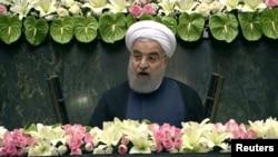 Președintele Iranului vorbește în Parlamentul de la Teheran după depunerea jurămîntului, 5 august 2017