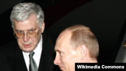 Ambasadorul Alexandr Churilin cu premierul Vladimir Putin