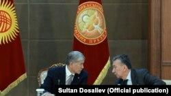 Алмазбек Атамбаев менен Фарид Ниязов.