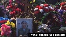 Могила военнослужащего Антона Савельева