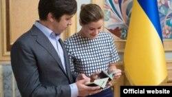 Російська громадська діячка Марія Гайдар і російський журналіст Володимир Федорін отримали українське громадянство, Київ, 4 серпня 2015 року