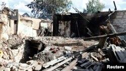 Ուկրաինա - Մարտերի հետևանքով ավերակների վերածված տուն արևելյան Սլովյանսկ քաղաքում, 16-ը հունիսի, 2014թ․