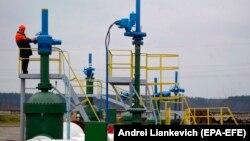 """Беларусь аумағы арқылы Ресей мұнайын Еуропаға тасымалдайтын """"Дружба"""" мұнай құбыры."""