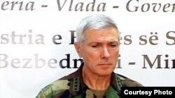 Admiral Samuel J. Locklear III, Prishtinë, 25 nëntor 2010
