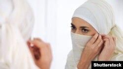 Суд дійшов висновку, що роботодавці, забороняючи носіння хіджабів, не порушують закони ЄС, а сама така заборона не є «прямою дискримінацією»