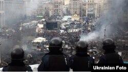 Антиправительственные протесты и милицейский спецназ на Майдане Незалежности в Киеве. 19 февраля 2014 года. Иллюстративное фото.