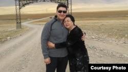 Максат Султакеев с матерью.