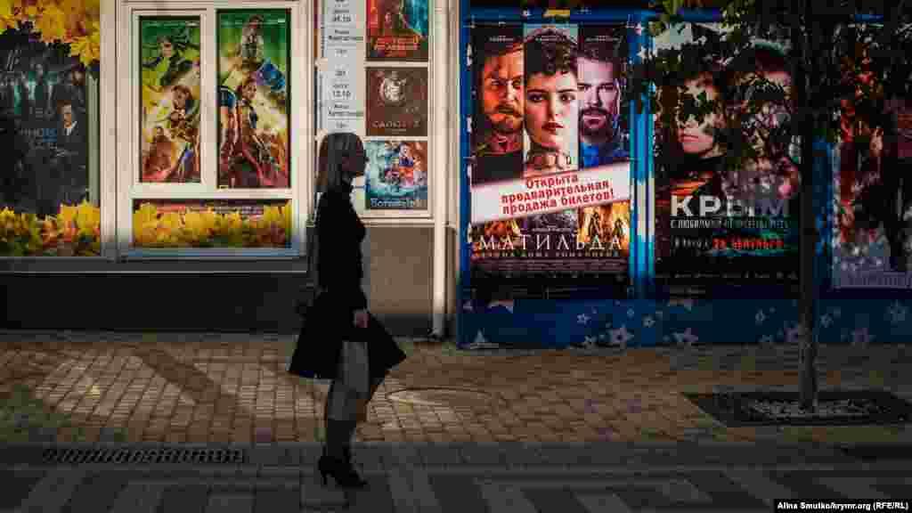 В крымских кинотеатрах предлагают посмотреть скандальные фильмы«Матильда» и«Крым»